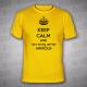 Keep Calm and.dej to jinýho hrníčku - Pánské triko žluté s černým potiskem - velikost L